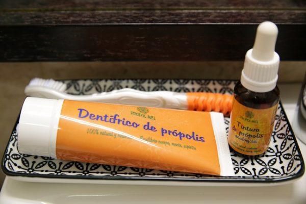 Ventajas de usar un dentífrico natural con própolis, salvia y manzana